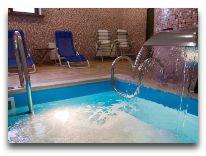 отель City Club: Закрытый бассейн