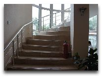 отель City Samarkand: Лестница на второй этаж