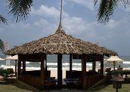 отель Coco Beach Resort: Массаж на пляже