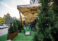 отель Codru: Летняя терраса перед отелем