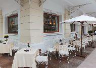 отель Continental Saigon Hotel: Кафе возле отеля