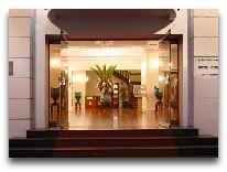 отель Continental Saigon Hotel: Вход в отель