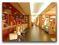 отель Courtyard bu Marriott Hotel: Американский бар