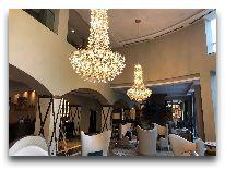 отель Crowne Plaza Borjomi: Холл отеля