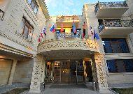 отель Deluxe Hotel: Вход в отель