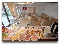 отель Deluxe Hotel: Шведский стол