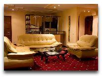 отель Dilijan Resort: Гостинная номера VIP
