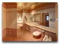 отель Днепр: Ванная в стандартном люксе