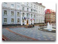 отель My City Hotel: Площадь перед отелем