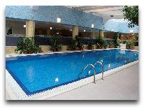 отель Dostyk: Бассейн
