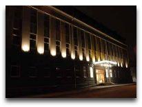 отель Ecotel Vilnius: Фасад отеля вечером