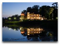 отель Ekesparre Residents Hotel: Вид на отель от замка