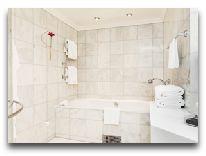 отель Elite Plaza Hotel: Ванная комната в номере Свит