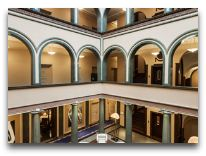отель Elite Plaza Hotel: Флорентийский зал с колоннами