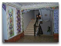 отель Emirkhan: Лестница на второй этаж