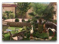 отель Emirkhan: Дворик отеля