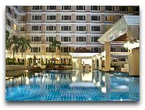 отель Equatorial Hotel: Бассейн
