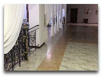 отель Erkin Palas: Холл второго этажа