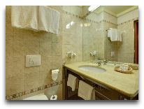 отель Europejski: Ванная в двухместном номере