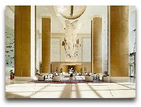 отель Fairmont Baku Flame Towers: Холл отеля