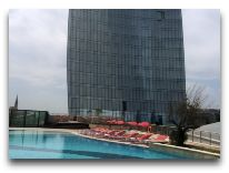 отель Fairmont Baku Flame Towers: Бассейн отеля