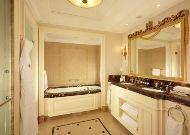 отель Fairmont Hotel: Ванная в стандартном номере