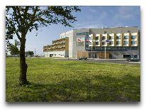 отель Georg Ots Spa: Автостоянка у отеля