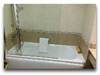 отель Georgia Palace Hotel: Ванная в номере Twin