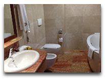 отель Georgia Palace Hotel: Ванная в номере Suite Venezia