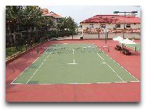 отель Swiss-Belhotel Golden Sand Resort & Spa: Теннисный корт