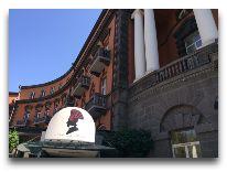 отель Grand Hotel Yerevan: Фасад отеля