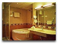 отель Meriton Grand Hotel Tallinn: Ванна номера Junior Suite
