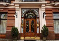 отель Grand Hotel: Grand Hotel - вход в гостиницу