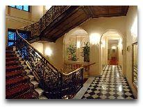 отель Grand Hotel: Лестница в холле