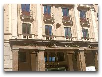 отель Grand Hotel Kempinski Riga: Вход в отель