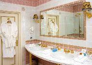 отель Гранд Палас: Ванна номера люкс