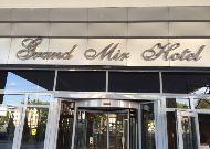 отель Grand Mir Hotel: Вход в отель