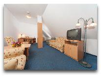 отель Gromada Torun: Гостиная в апартаментах