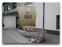 отель Hansa Hotel: У входа в отель