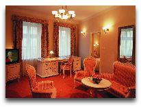 отель Amadeus: Гостиная в апартаментах