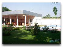 отель Hotel Asia Ferghana: Двор отеля