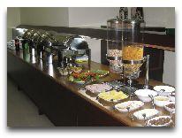 отель Hotel Crystal: Шведский стол