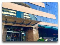 отель Hyatt Place Yerevan: Вход в отель