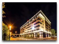 отель Ибис Калининград Центр: Отель вечером