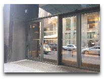 отель Ibis Yerevan Centre: Вход в отель