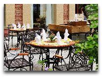 отель Imperial Hotel Hue: Кафе возле отеля