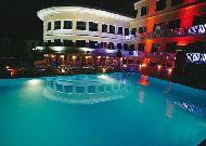 отель Intourist Palace Hotel: Бассейн вечером