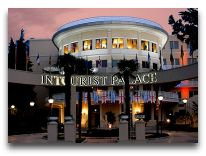 отель Intourist Palace Hotel: Отель вечером