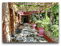 отель Irmeni: Внутренний дворик