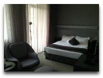 отель Kabadoni Hotel: Номер Dbl с тер. и видом на улицу